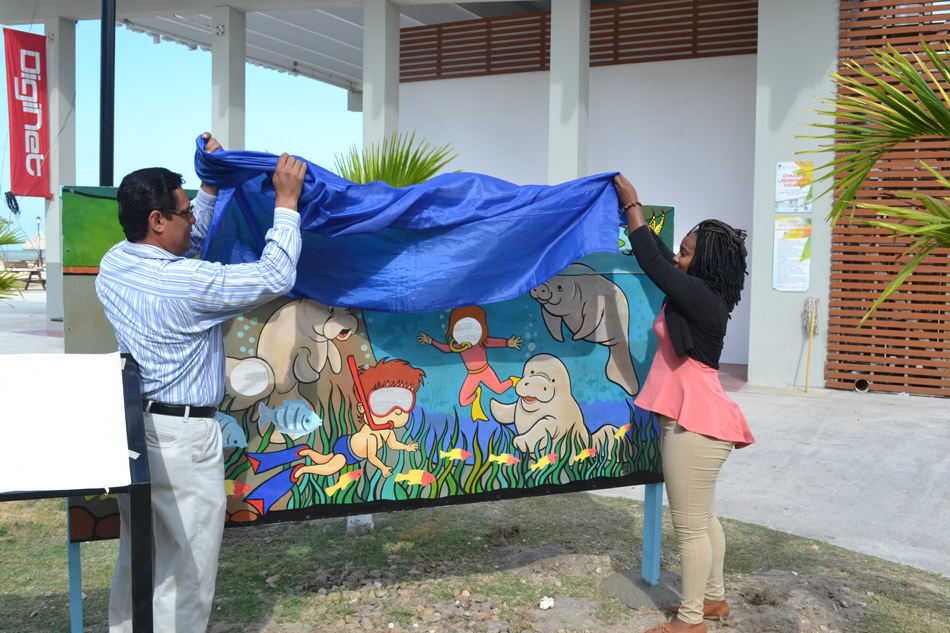 unveils-a-manatee-photo-mural-01